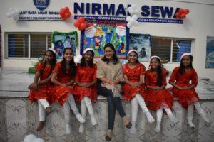 Geetanjali with girls from Nirmal Sewa